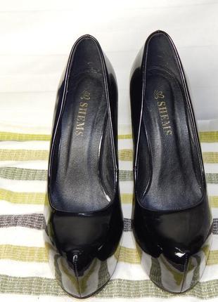 Туфли, шпильки, стрипы лакированные на высоком каблуке