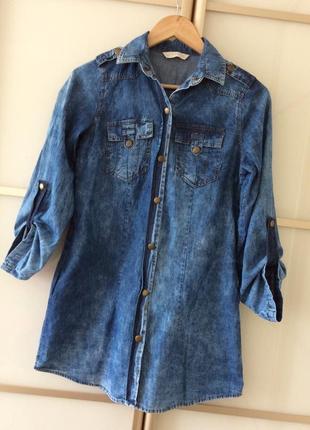 Стильное джинсовое платье свободного кроя с карманами