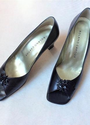 Шкірняні туфельки з відкритим носочком,roland cartier,р.38,5
