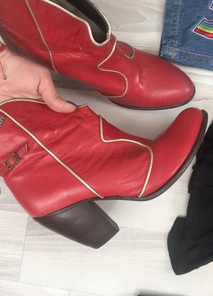 Красные кожаные казаки miss sixty