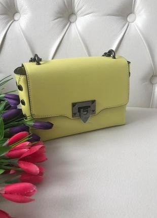 Красивая, модная женская сумочка из натуральной кожи.
