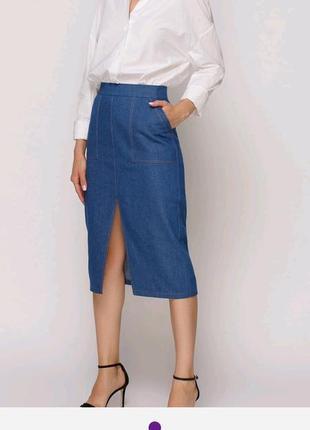 Стильная синяя миди-юбка из тонкого джинса