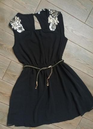 Платье new look очень красивое в отличном состоянии