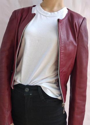 Очень крутая укороченная курточка(натуральная кожа)