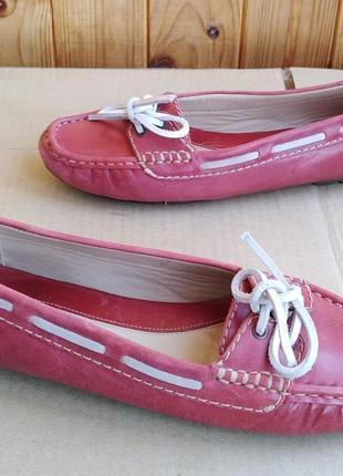 Стильные полностью кожаные мокасины туфли топсайдеры clarks