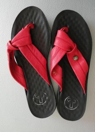 Шлепки вьетнамки сандали босоножки кожаные 38