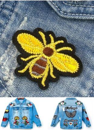 """Патч, нашивка , термоаппликация на одежду 4,8х3,5см """"пчела"""""""