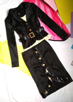 Строгий костюм из атласа ( юбка+пиджак с поясом) размер s