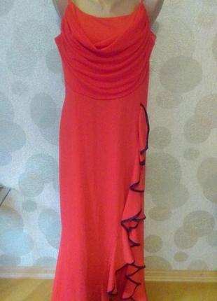 Шикарное  вечернее платье  с воланом