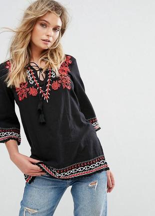 Тредовая крутая,модная блуза с вышивкой и кисточками р с