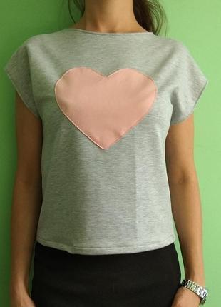 Стильная молодежная футболка с сердцем
