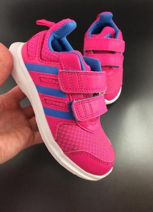 Adidas легкі яскраві кросівки оригінал
