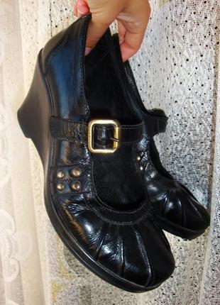 Туфли из натуральной кожи на платформе / танкетке