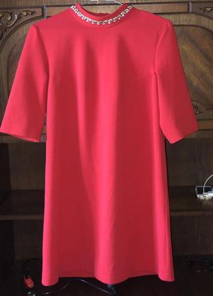Красиве червоне плаття