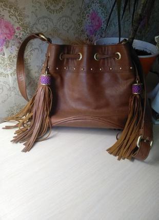 Стильная сумка с бахромой4 фото