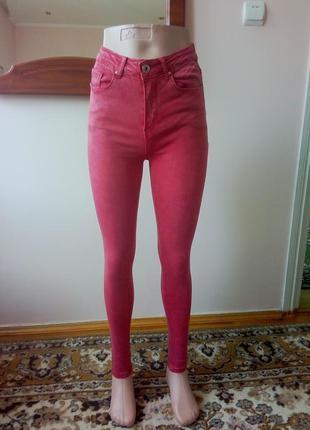 Красные джинсы скинни с завышенной талией