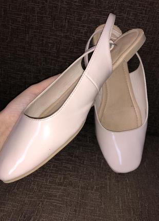 Босоножки балетки на лето лаковые нюдового цвета от m&s collection
