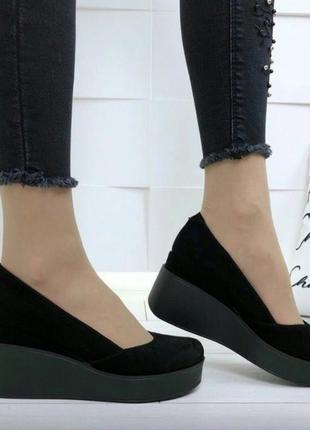 Женские черные туфли на танкетке натуральный замш