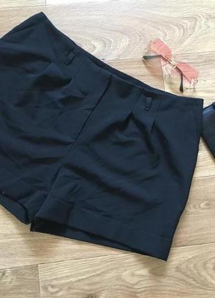 Отличные короткие шорты.