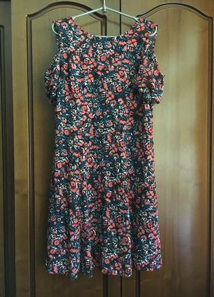 Летнее вискозное платье миди в цвето ней принт
