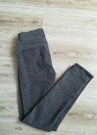 Серые базовые джинсы скини!