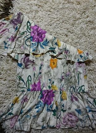 Вискозная блуза на одно плечо в цветочный принт