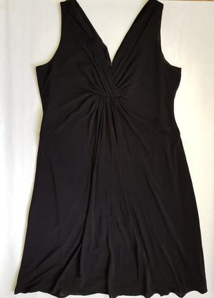 Чорна брендова сукня