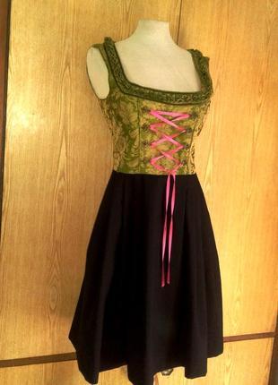 Черное платье с салатовым лифом, s