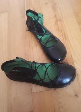 Кожаные спортивные туфли, балетки.