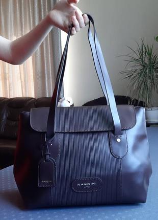 Кожаная шикарная коричневая матовая брендовая  сумка nannini в нвоом сост.