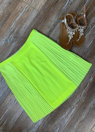 Крутая яркая плиссированная  неоновая юбка
