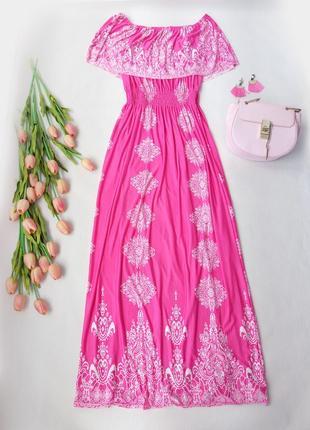 Яркое розовое платье с рюшей по плечах на резинке  размер  m-xl