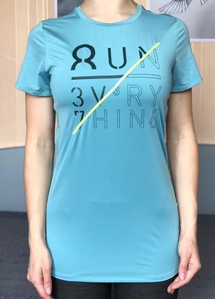 Спортивная футболка reebok размер s