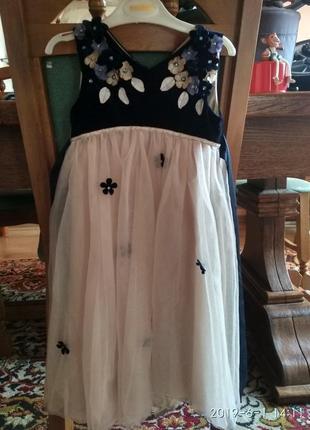 Дуже гарне плаття для дівчинки