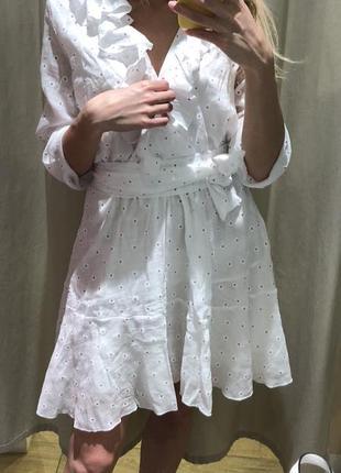 Платье белое женственное
