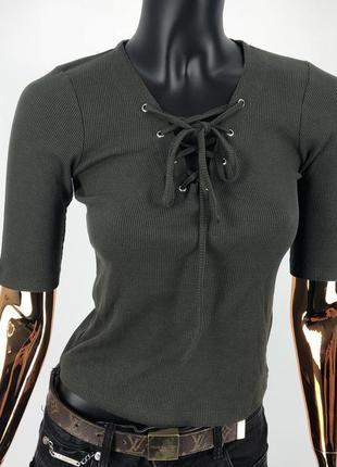 Блуза топ футболка укороченная кроп топ с завязками на шнуровке хаки , размер s-m рубчик