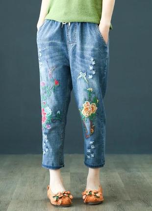 Джинсы с шикарной вышивкой , фабричный  китай !!! 😀😀😀  укороченные ,стильные !!!😀😀😀