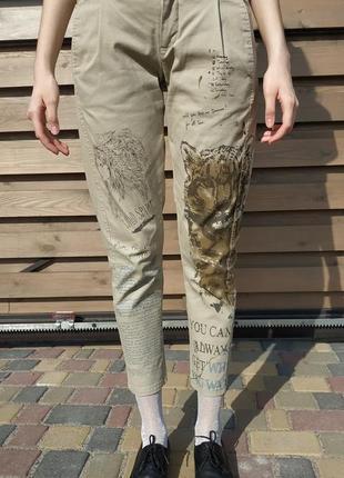 Бежевые брюки с рисунками в стиле бохо