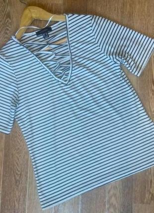 Трендовая полосатая футболка с шнуровкой
