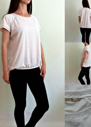 Белая базовая летняя футболка