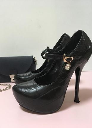 Ankle strap чёрные туфли на платформе и высоком каблуке с тонким ремешком