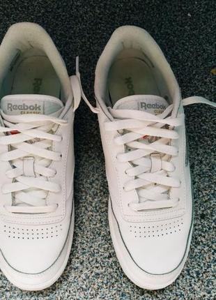 Оригинальные белые кроссовки