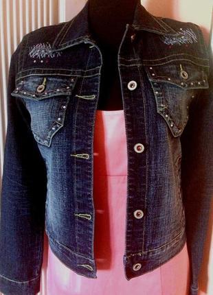 Французский комплект для летнего вечера: джинсовая куртка и платье-коралл - м