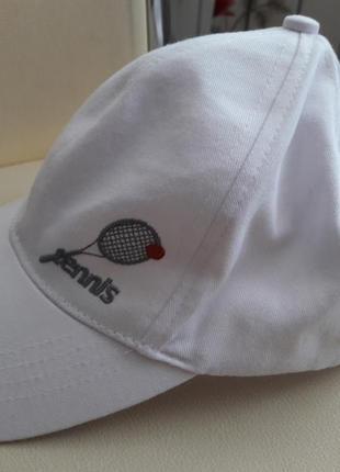 Изумительно красивая, летняя бейсболка для тенниса. белого цвета. redson