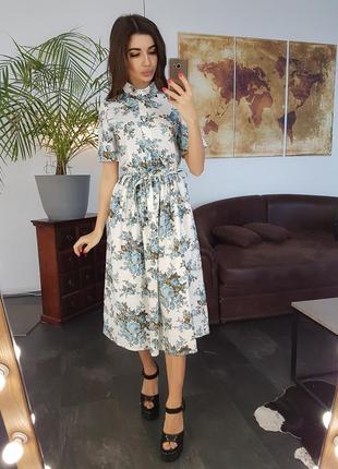 Льняное платье миди на пуговицах приталенное поясом с цветочным принтом