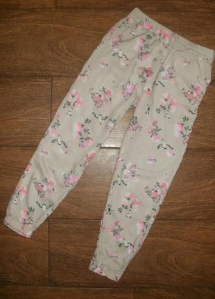 Летние брюки на 7-8 лет с цветочным рисунком