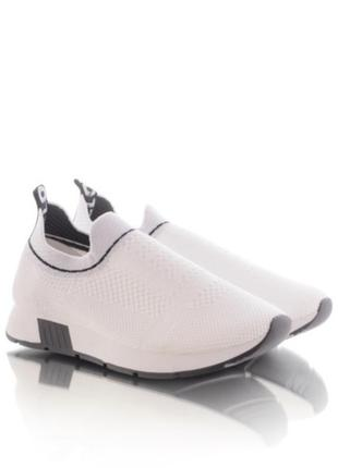 Белые летние кроссовки без шнуровки1 фото
