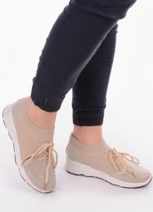 Бежевые летние кроссовки в сеточку со стразами2 фото