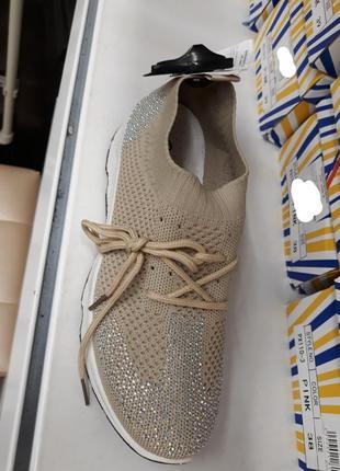 Бежевые летние кроссовки в сеточку со стразами5 фото