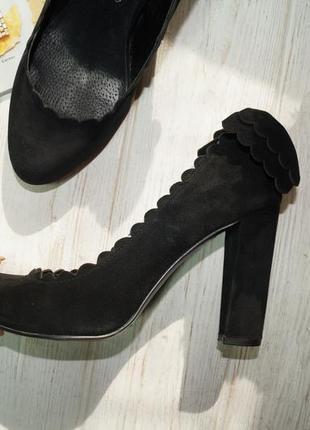 Naf naf. кожа. базовые туфли на устойчивом каблуке4 фото